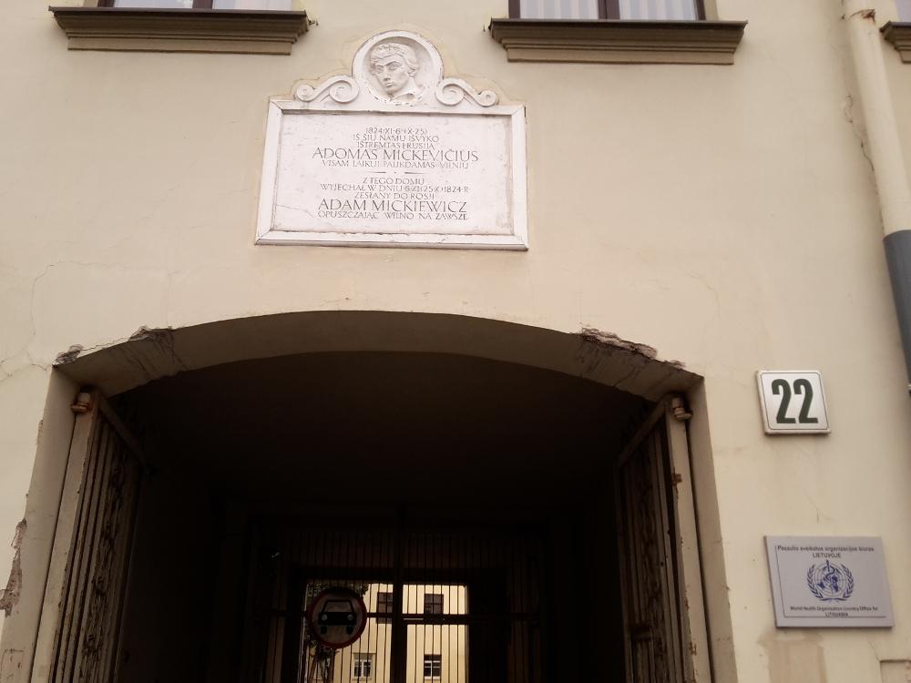 Z tego miejsca Mickiewicz opuścił Wilno nazawsze
