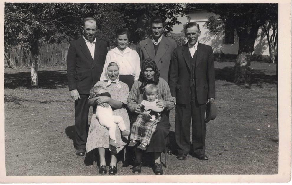 Weronika Żymańczyk zmężem, rodzicami orazteściami