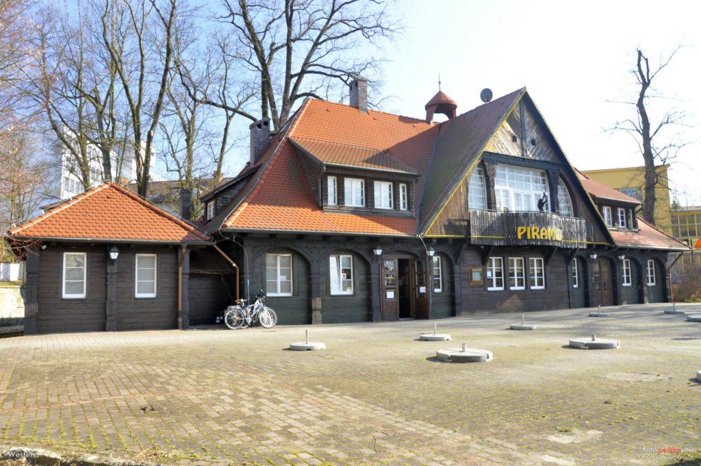 "8 marca 2015 , Restauracja ""Piramida"". Fot.Fotopolska.eu"