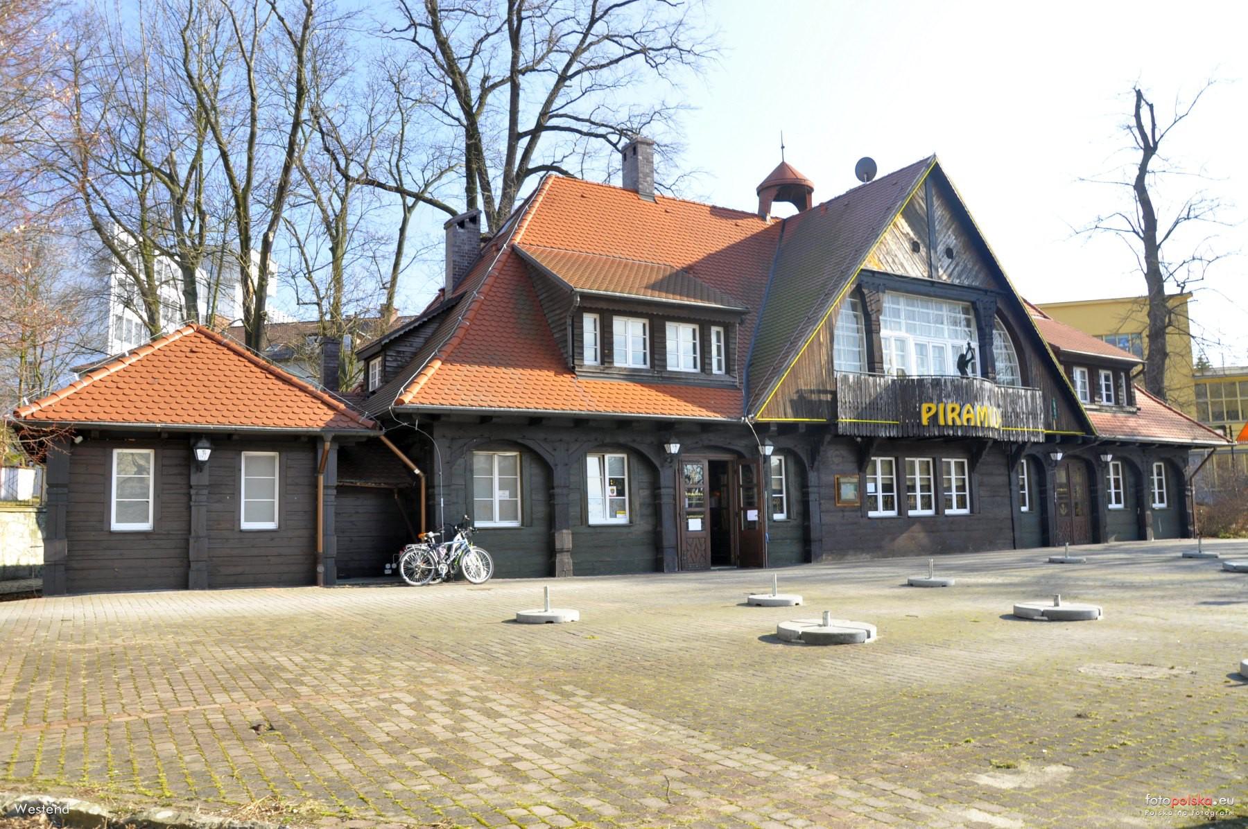 "8 marca 2015 , Restauracja ""Piramida"". Fot. Fotopolska.eu"