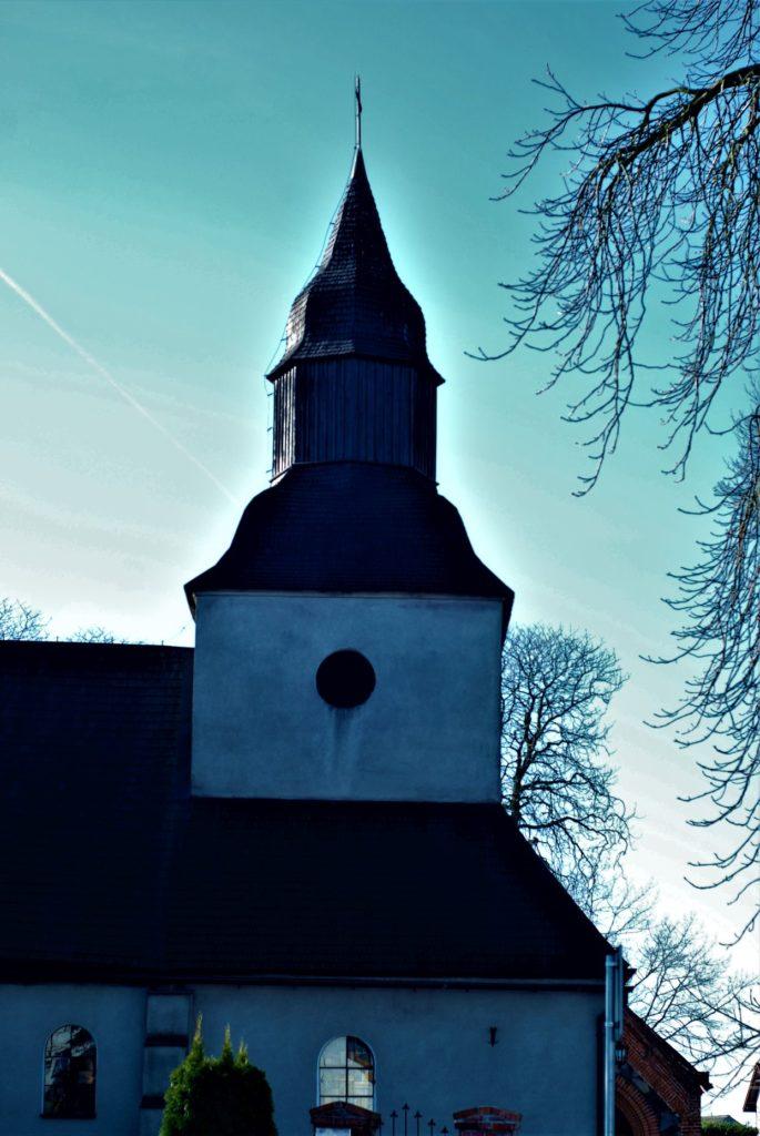 Kościół Podwyższenia Krzyża Świętego wOgorzelinach, powstał prawdopodobnie wXIV wieku
