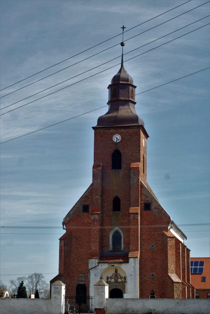 Kościół parafialny pw.św.Mateusza, wybudowany w1621 roku