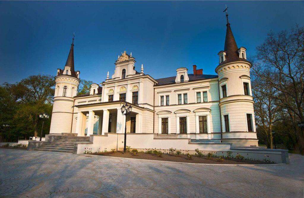 Pałac Tarce. Źródło: Wikipedia